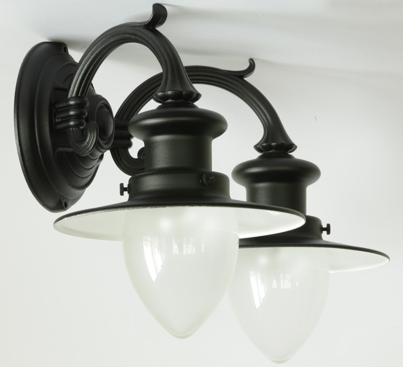 zweiflammige wandlampe f r au en mit spitzzylindern. Black Bedroom Furniture Sets. Home Design Ideas